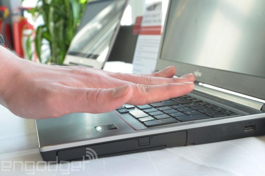Компания Fujitsu представила ноутбук со сканером ладони